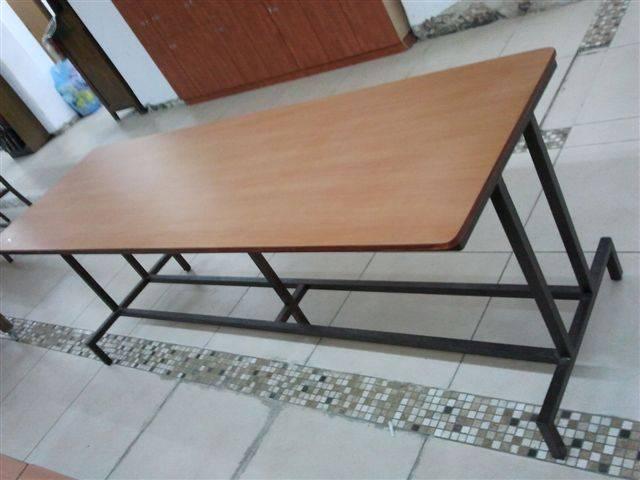 2. שולחן בית כנסת