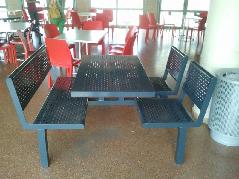 55. שולחן  + ספסלים לקפיטריה ולחצר מפח מגולוון