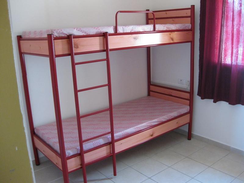 מיטה עם מסגרת עץ בודד/קומותי