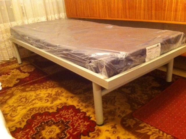 מיטת יחיד שניתן לצרפה לזוגית