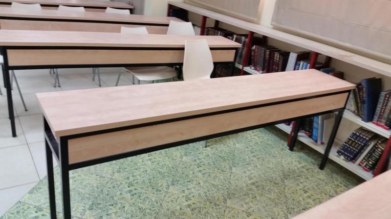 155. שולחן לימוד עם מדף פנימי - צד פנים