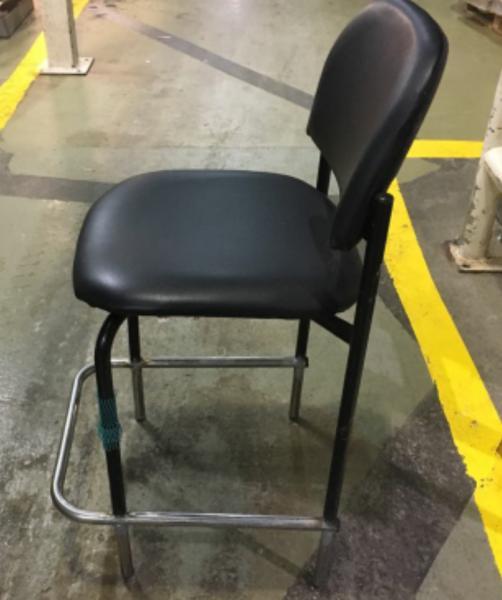 165. כסא מעבדה רגלי נירוסטה