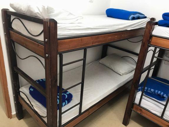 30. מיטת עץ מתכת דגם משמר הגבול
