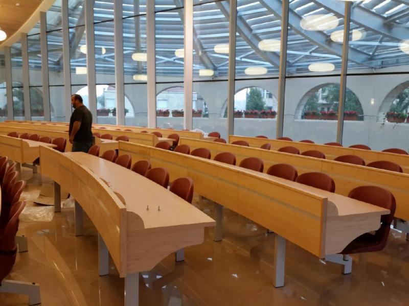 21. אולם תפילה מיבנה עגול עם כסאות רחף ,סטון ירושלים