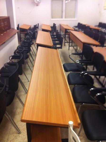 26. ריהוט למוסדות חינוך, בית כנסת, רחובות