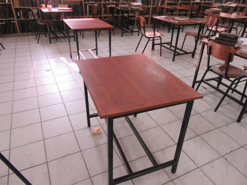 30. שולחן לימוד בחברותה