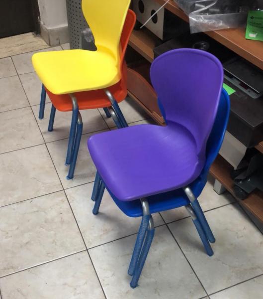 224. כסאות סקנדינביים לפי כיתות