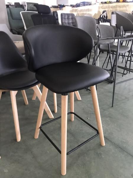 78. כסא בר מפנק