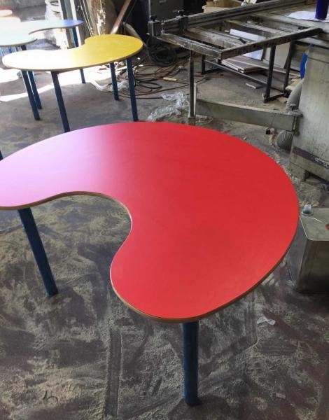 370. שולחן פרסה