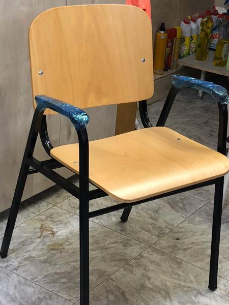 39. כיסא רחב עם ידיות