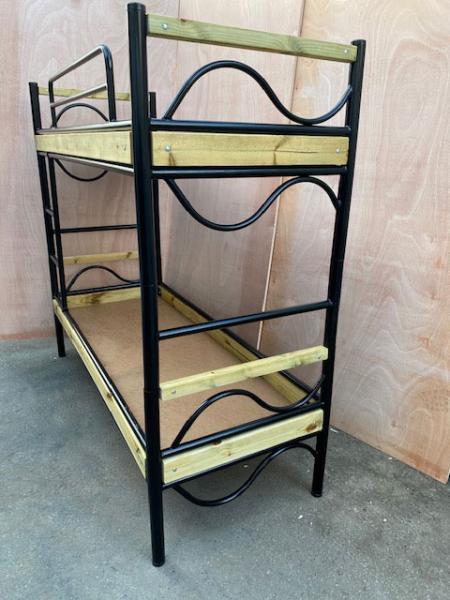 3. מיטת קומתיים עץ מתכת