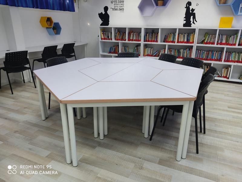 390. שולחן ישיבות משושה מטרפזים