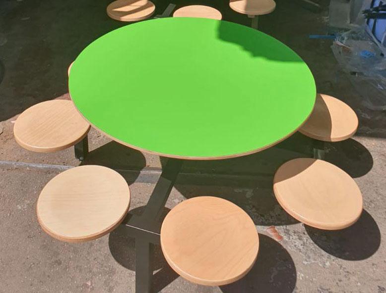 1. שולחן ישיבה עגול ירוק