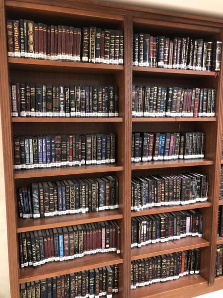13. ספריה מעץ