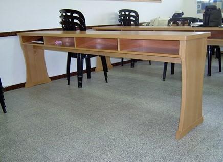 46.שולחן תפילה עם תאים